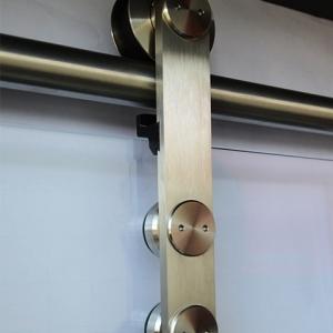 Obere Aufhängung einer Ganzglasschiebetüranlage – glänzend